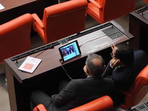 Ak partili vekiller meclis'te Cübbeli'nin videosunu izledi