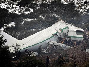Uçak kazasında 77 kişi öldü