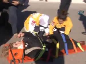 Kazada yaralanan anne, bebeği için siper oldu