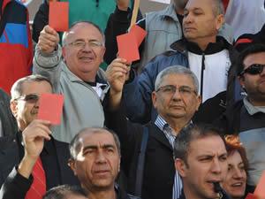 Öğretmenlerden AK Parti'ye kırmızı kart