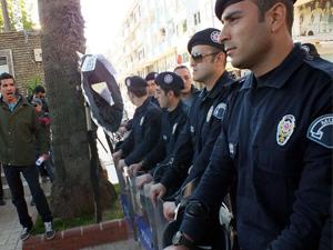 Meclis'e yürüyen gruba polis engeli