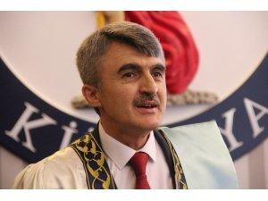 """Rektör Kazım Uysal: """"Uzaktan eğitim bizim için bir zorunluluktu"""""""