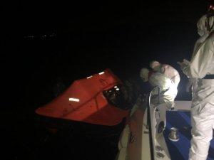 Çeşme açıklarında 9 düzensiz göçmen kurtarıldı