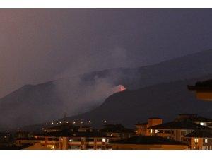 Karabük'te yıldırım düşmesi sonucu orman yangını çıktı