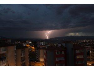 Karabük'te geceyi yıldırımlar aydınlattı