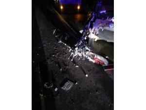Motosiklet sürücü arıza yapan araca çarptı: 1 ağır yaralı