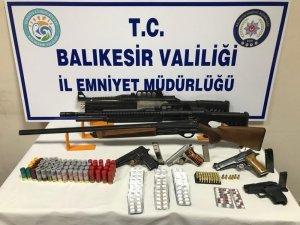 Balıkesir'de polisten şafak operasyonu