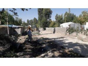 Malazgirt'te yeni yol açma çalışmaları devam ediyor