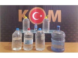 Su şişelerinden kaçak rakı çıktı