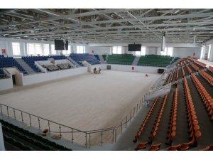 Darıca'daki modern spor salonunda çalışmalar sürüyor
