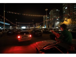 Sinema sanatçısı Hayat Van Eck'in de katıldığı arabalı sinema etkinliğine büyük ilgi
