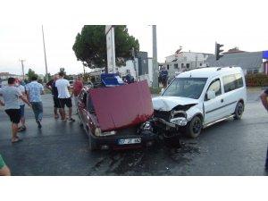 Araçlar kavşakta birbirine girdi: 1 yaralı