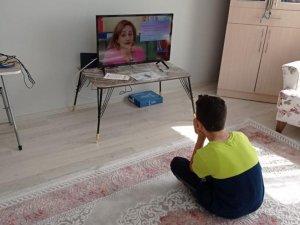 Valilik EBA TV'yi izleyemeyen çocuklara televizyon hediye etti