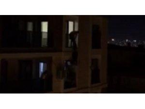 Sinir krizi geçirerek 5. kattan atlamaya kalkan kadını alt kattaki genç kurtardı