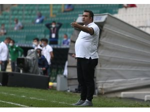 """Adana Demirspor Teknik Direktörü Ümit Özat: """"Sahada mücadele etmeden kazanılmıyor"""""""