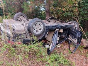 Sürücüsünün direksiyon hakimiyetini kaybettiği otomobil takla attı: 1 yaralı