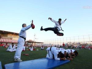 Sağlıklı yaşam sporu, tekvando, jimnastik ve kick boks kurslarına katılan 500'e yakın genç sertifikalarını aldı.
