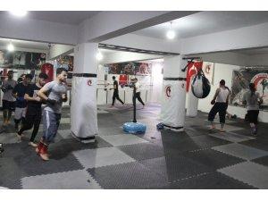 Kick boksçular, dan sınavlarına hazırlanıyor