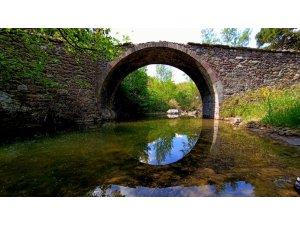 Tarihi köprünün çevresi güzelleşti
