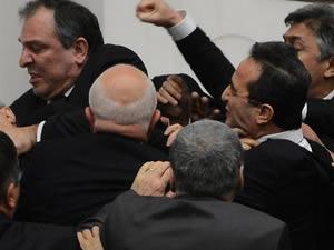 Meclis'te bu sefer kan aktı