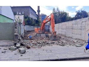 Ağrı Belediyesi kapalı olan yolu yıllar sonra açıyor