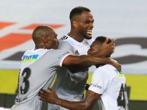 Beşiktaş, Süper Lig'de ilk maçını kazandı ve 3 puana ulaştı.  Trabzonspor ise lige yenilgiyle başladı.