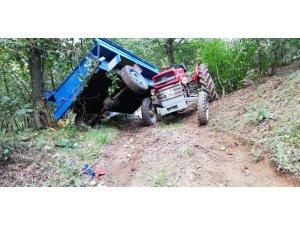 Düzce'de tarım işçilerini taşıyan traktör devrildi: 4 yaralı