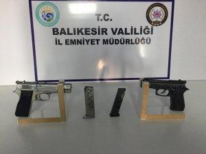 Balıkesir polis 21 aranan şahıs ve 5 silah ele geçirdi