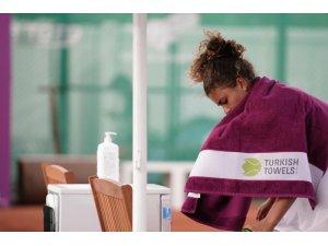 Denizli'nin Türk havlusu ünlü tenisçilerin omuzlarında yer aldı