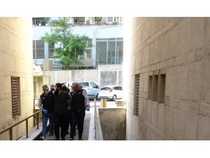Bursa'da 5 DAEŞ'liden 4'ü tutuklanırken 1 kişi adli kontrol şartıyla serbest bırakıldı