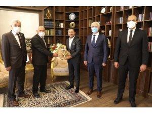 Ahilik Haftası kutlama heyeti Başkan Arı'yı ziyaret etti