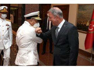 Bakan Akar, Libya Deniz Kuvvetleri Komutanı'nı kabul etti