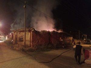 Şuhut'ta çıkan ev yangını paniğe neden oldu