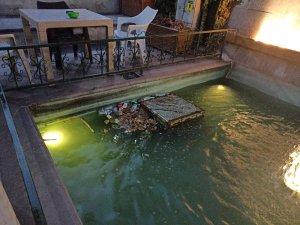 Süs havuzu çöp havuzuna döndü
