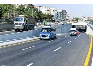 Mansur Yavaş sözünü tuttu: Türk Kızılayı Caddesi'ndeki köprülü kavşak trafiğe açıldı