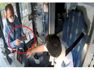 Cüzdanını bulan otobüs sürücüsüne para vererek teşekkür etmeye çalıştı