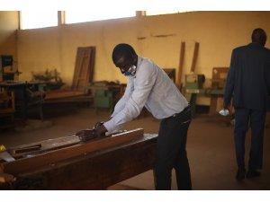 TİKA'dan Güney Sudan'da marangozluk atölyesine destek