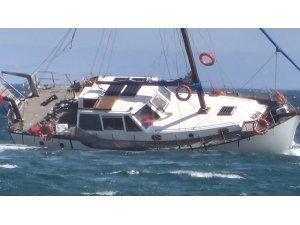 Marmara'da kayalıklara çarpan yat yan yattı: 2 kişi kurtarıldı