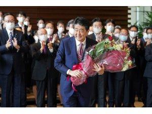 Abe koltuğu devretti, Japonya'nın yeni Başbakanı Yoshihide Suga oldu