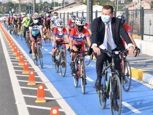 """Yücel Yılmaz: """"Kentler harekete geçiyor, bisiklete binelim"""""""