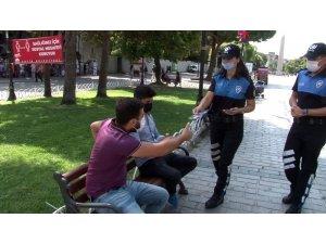 Emniyet ekipleri, Ayasofya'da korona virüse karşı broşür dağıttı