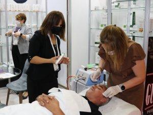 Azerbaycanlı iş kadınından Van'a kozmetik fabrikası sözü