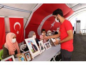İHA ve TGRT'nin HDP önündeki anneler için hazırladığı belgeselin kopyası ailelere dağıtıldı