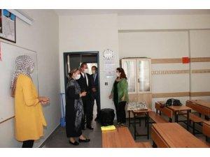 AB ve Dış İlişkiler Genel Müdürü Burcu Eyisoy Dalkıran okullarda inceleme yaptı