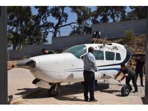 Pandemi  sebebiyle staj yapamayan öğrenciler için okula  özel uçak getirildi