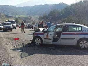 Jandarma ekipleri kaza yaptı: 3 yaralı