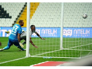 Süper Lig: Beşiktaş: 1 - Fraport TAV Antalyaspor: 0 (İlk yarı)