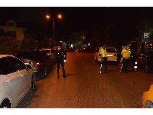 Polis kontrol noktası yakınında şüpheli çanta paniği