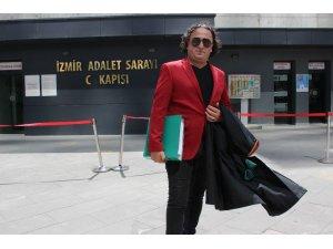 Türkücü avukat, şarkısına adliyede klip çekti