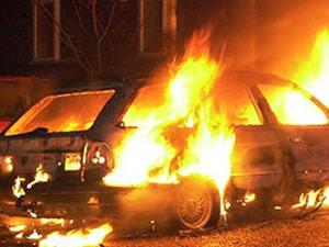 Çan'da devrilen otomobilin alev aldı